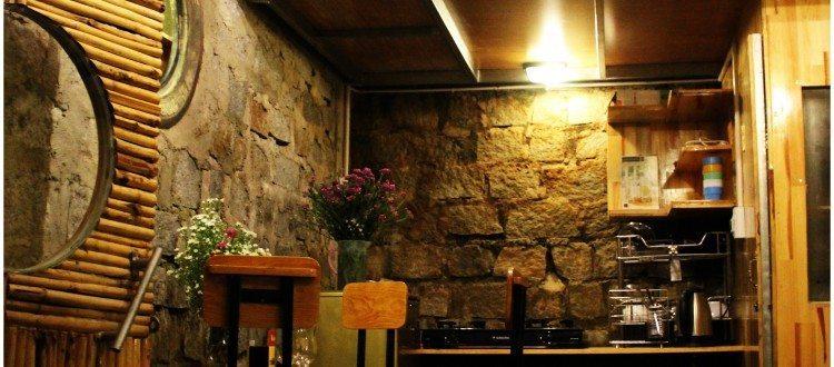 Bungalow family biệt thự Hobbit là căn hộ riêng cho gia đình 4 người với toilet và bếp riêng biệt với nội thất đầy đủ tiện nghi.