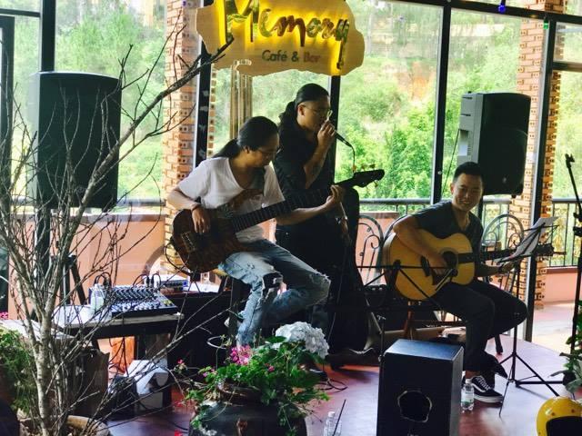 quán cà phê nhạc Trịnh Đà Lạt Memory cafe Acoustic Da Lat -02