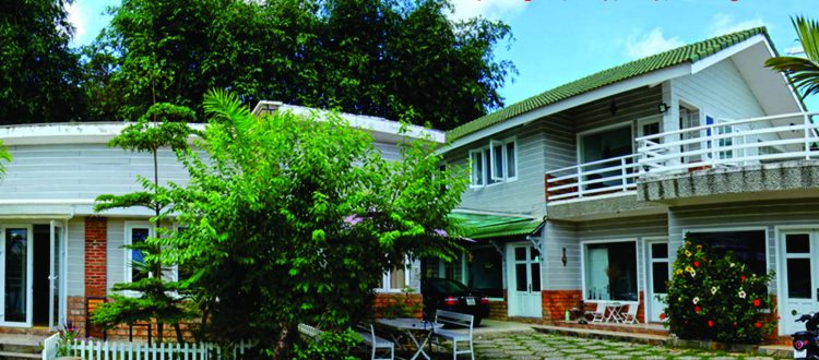 Khách sạn Magnolia với khuông viên sân vườn thoáng đãng