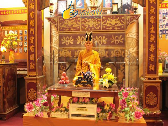 Review chùa Linh Phước Đà Lạt - Tất tần tật về ngôi chùa Ve Chai