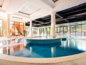 Hồ bơi nước ấm trong nhà/ Jacuzzi