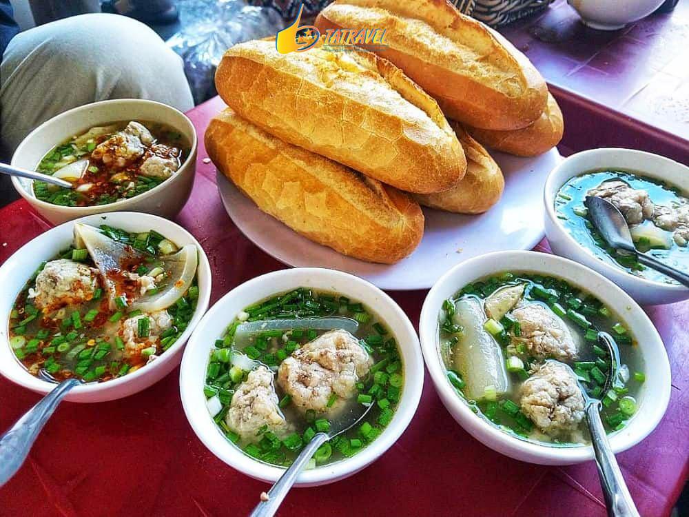 Bánh mì xíu mại quán ăn ngon ở Đà Lạt