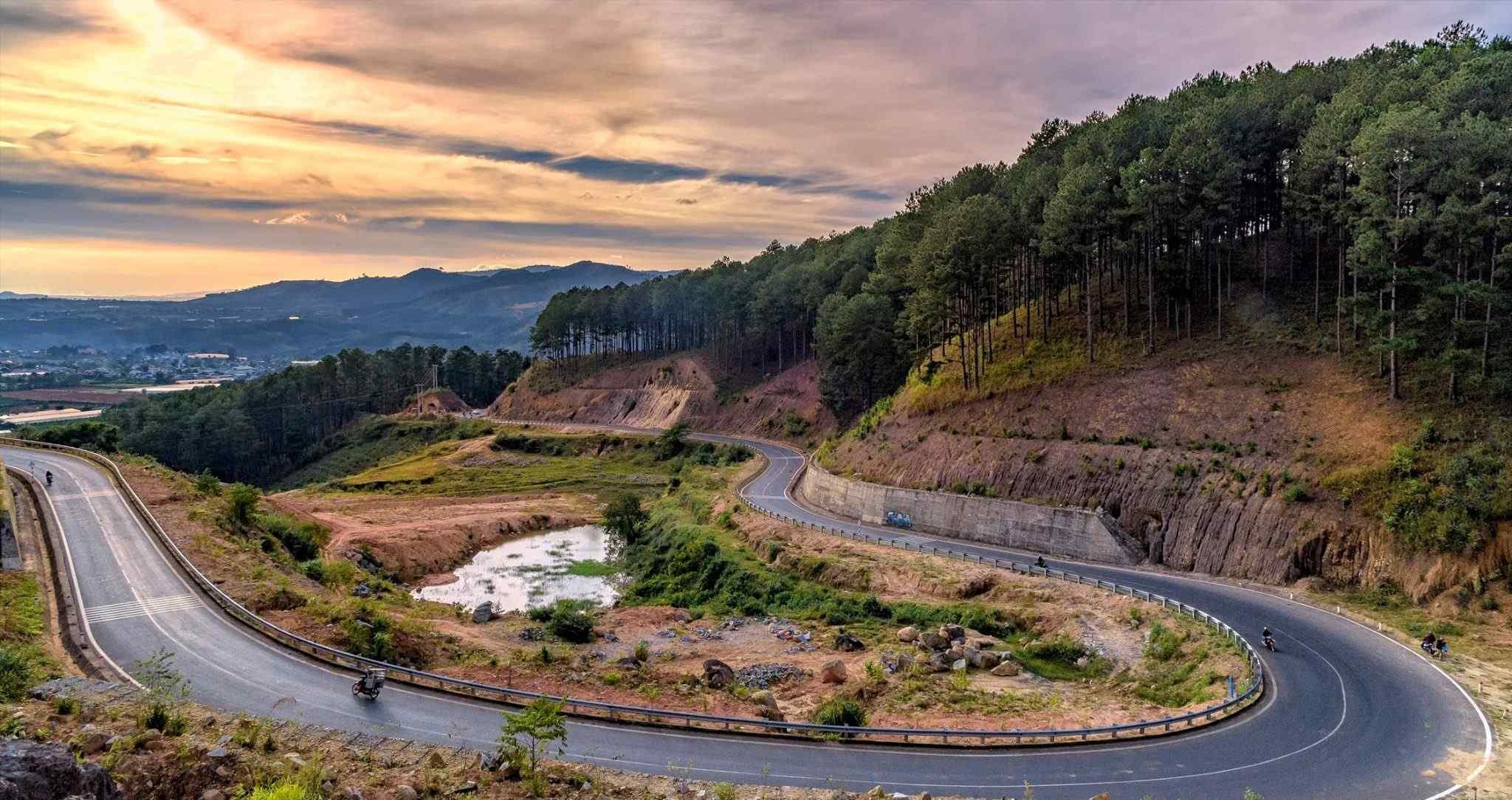 Chinh phục cung đường đèo Tà Nung