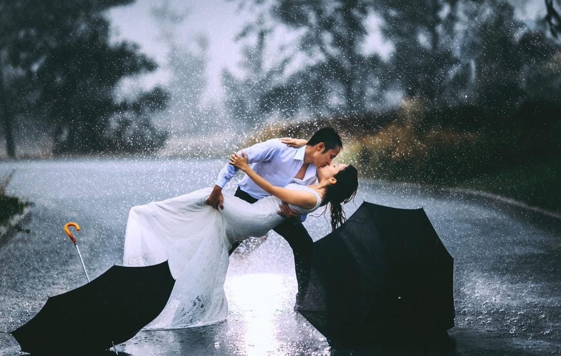 Đà Lạt tháng 7 - những cặp đôi chuoj cho mình những bức ảnh kỉ niệm dưới trời mưa Đà Lạt